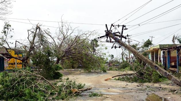 A view of a damaged electric pole due to Cyclone Gaja in Thanjavur district, Tamil Nadu on Saturday, November 17, 2018. (HT Photo)(HT Photo)