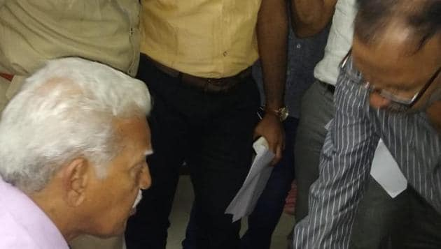 Maoist ideologue Varavara Rao being arrested by the Pune police from his Hyderabad house after his period of house arrest came to an end (HT Photo)(HT Photo)