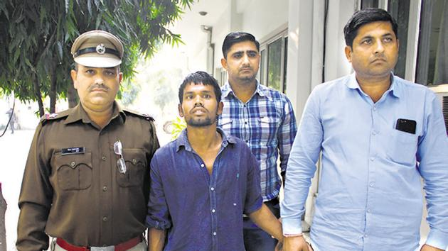 The accused, Sunil Kumar (20), who was arrested from Jhansi for allegedly raping and murdering a three year old girl, at old commissioner of police office, before being taken to district court, in Gurugram(Yogendra Kumar/HT PHOTO)