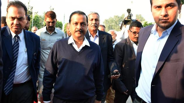 Delhi Chief Minister Arvind Kejriwal arrives at Vidhan Sabha to attend a special Delhi assembly session in New Delhi, on Monday, November 26, 2018.(Sonu Mehta/HT Photo)