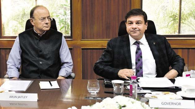Finance Minister Arun Jaitley (L) and RBI governor Urjit Patel at 569th central board meeting, New Delhi, February 10(Mohd Zakir/HT PHOTO)