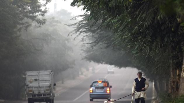 Air quality targets under the National Clean Air Action Plan (NCAP), which aims to reduce pollution in cities that do not meet the national air quality standard, will not be legally binding.(Amal KS/HT PHOTO)
