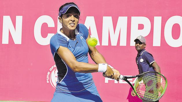 Ankita Raina in action during the$25000 BVG Pune Open ITF women's championships at Shiv Chhatrapati Sports Complex on Tuesday.(Milind Saurkar/HT Photo)