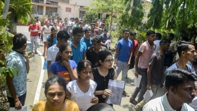 Students outside a NEET exam centre in Pune. Medical aspirants older than 25 years can appear in NEET undergraduate exam 2019 for MBBS and BDS, the Supreme Court ordered on Thursday.(HT File Photo)