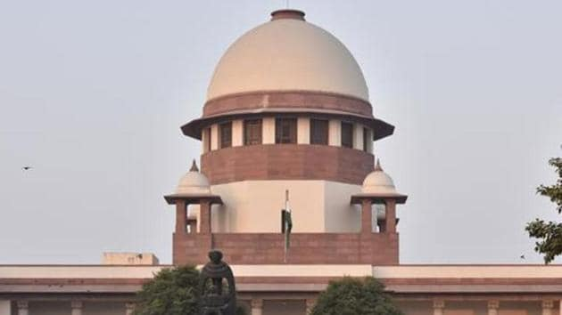 The SC was told that the failure to clear the surface transport ministry's file is one of the reasons why the Environment Protection Control Authority (EPCA) could not stop private diesel vehicles from plying in Delhi when pollution levels reached the 'severe' category.(Sonu Mehta/HT PHOTO)