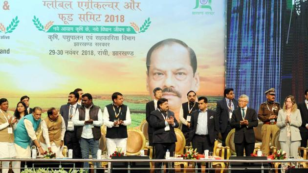 "Chief minister Raghubar Das ,union agriculture minister Radha Mohan Singh and others launching ground breaking with 50 companied on food processing during the ""Global Agriculture and Food Summit 2018"" at Mega sports complex in Ranchi(Diwakar Prasad/ Hindustan Times)"