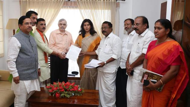 A BJP central leaders team met Kerala governor P Sathasivam over the Sabarimala issue and submitted a memorandum (HT)(HT Photo)