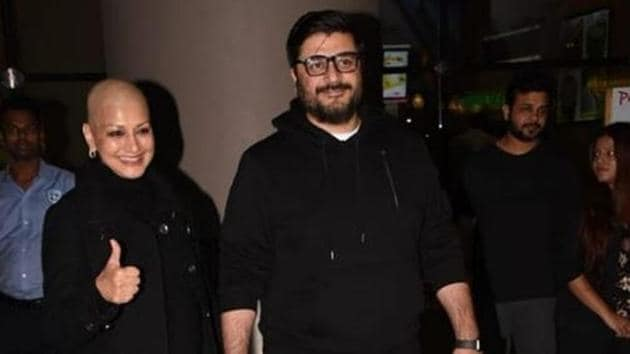 Sonali Bendre with husband Goldie Behl at Mumbai airport on Monday.(Viral Bhayani/Instagram)