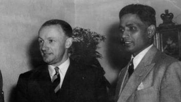 Indian captain Lala Amarnath (left) with Australian captain Sir Donald Bradman during India's tour of Australia in 1947-48.(Twitter/Cricketopia)