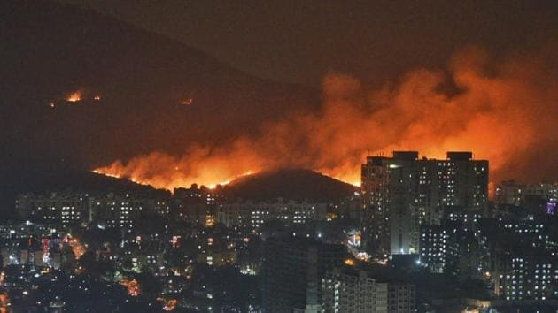 A major fire erupted in the Aarey forest near Goregaon suburb of north-west Mumbai on Monday evenin(Satyabrata Tripathy/HT Photo)