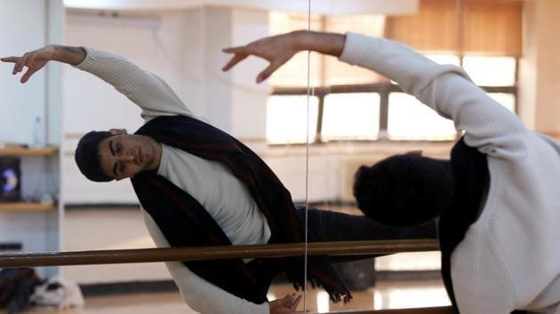 Jordanian ballet dancer Rabee Shrouf, practices in a dance studio in Amman, Jordan, November 29, 2018. REUTERS/Muhammad Hamed(REUTERS)