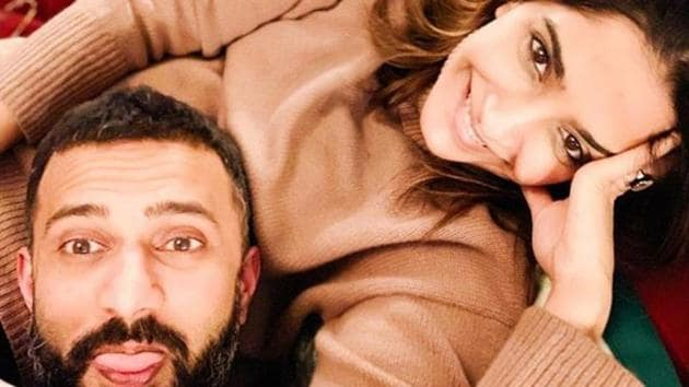 Sonam Kapoor and Anand Ahuja shared a goofy photo.(Instagram)