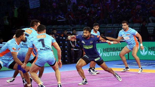 Haryana Steelers inflicted an all-out in the 15th minute to lead 15-11 after Monu Goyat's successful raid