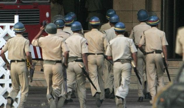 Manufacturing cases against people they don't like or those who are an inconvenience to them seems to have become a specialty of the Maharashtra police.(Pic for representation/HT file)