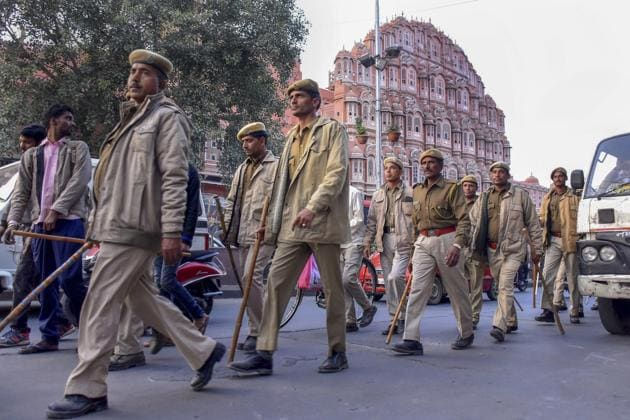 Police personnel conduct a march in front of Hawa Mahal ahead of Rajasthan Assembly elections in Jaipur on Thursday.(PTI file photo)