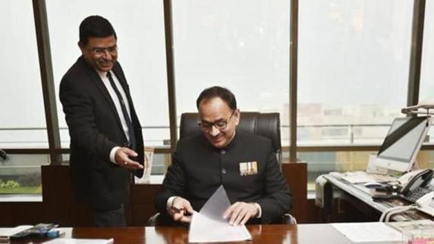 Alok Verma taking charge as a CBI Director at CBI Headquarter in New Delhi, India, on February 1, 2017, in presence of Special Director Rakesh Asthana. Both are currently divested of their powers after publicly accusing each other of corruption (File Photo)(HT PHOTO)