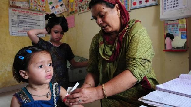 India has a multi-tiered health facility structure with subcentres for every five villages, flowing into Primary Health Centres (PHCs), Community Health Centres (CHCs) and district hospitals.(HT File / Representative Photo)