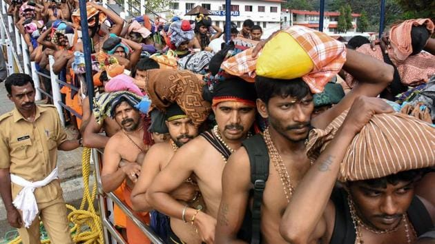 Devotees queue up to offer prayers at Lord Ayyappa temple in Sabarimala.(PTI)