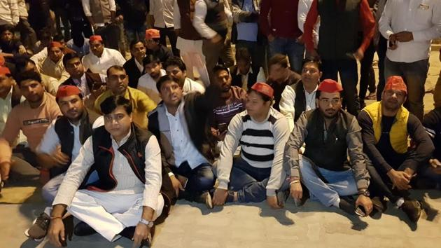 Soon after Anurag Bhadouria was detained, dozens of SP workers held a sit-in at the police station.(HT Photo)