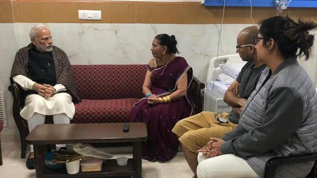 PM Narendra Modi met the family of late Jagdish Thakkar, the PRO in the PMO and expressed condolences on his demise.(PMO/Twitter)