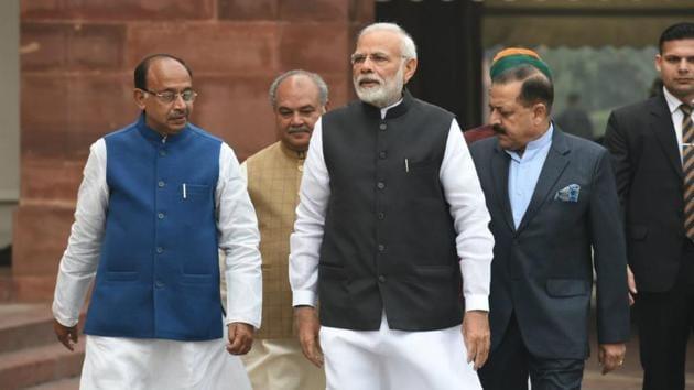 prime Minister Narendra Modi walks into parliament for the winter session.(Arvind Yadav/HT)