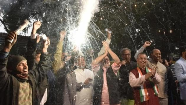Congress party workers celebration after congress gets lead in state elections at AICC.(Sanjeev Verma/Hindustan Times)