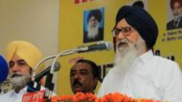 File image - Former Punjab chief minister Parkash Singh Badal addressing a public meeting.(HT Photo)