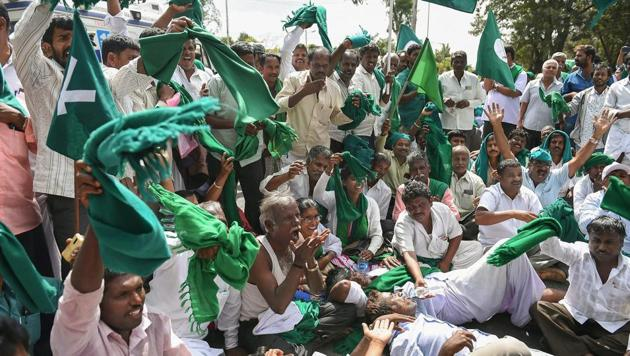 Sugarcane farmers raise slogans against the state government demanding clearance of their pending arrears by sugar factories for the cane supplied and announcement of purchase price for sugarcane for the current season, in Bengaluru.(PTI)
