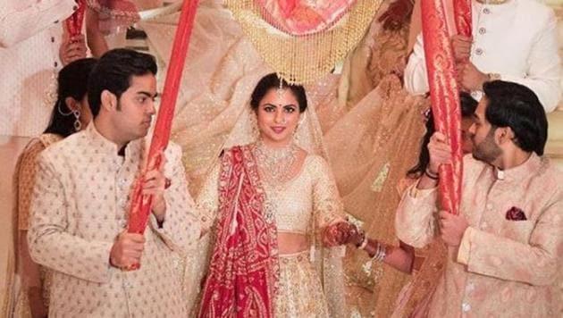 Inside Isha Ambanis wedding: Mukesh Ambani gets emotional, Deepika