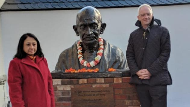 India's ambassador to Germany, Mukta Dutta Tomar, and the Lord Mayor of Trier, Wolfram Leibe after unveiling a bust of Mahatma Gandhi in the German city of Trier (HT/Indian Embassy)(Indian Embassy, Germany)