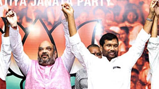 File photo of BJP president Amit Shah with HAM(S) chief Jitan Ram Manjhi, LJP president Ram Vilas Paswan and other leaders during a press conference in New Delhi.(HT File)