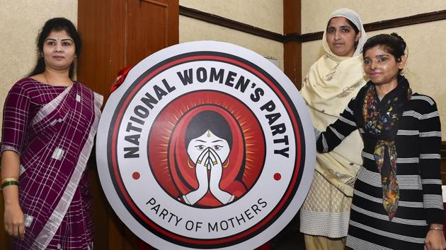 National Women's Party Chairperson Swetha Shetty (L) with acid attack victims unveil the party logo during the launch of what is claimed to be the country's first women's national level policital party, in New Delhi on Tuesday.(AP Photo)