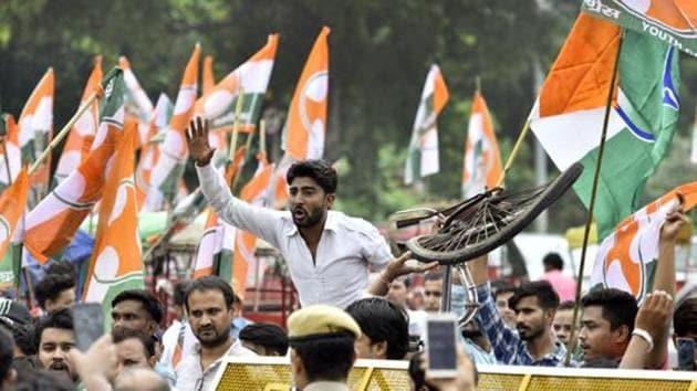 Called the 'Yuva Kranti Yatra', the march that began on Tuesday will proceed across the country and culminate in Delhi on January 30 on Martyr's Day, which marks the assassination of Mahatma Gandhi.(Amal KS/HT File Photo)