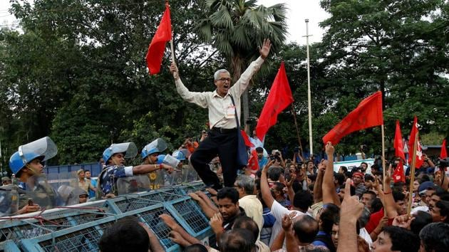 All central trade unions, except the RSS-affiliated Bharatiya Mazdoor Sangh, have called a national strike on January 8 and 9 to protest against unemployment and other issues.(Reuters)