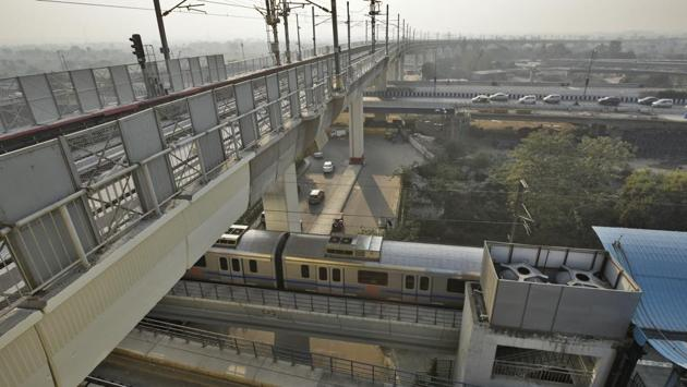 Delhi Metro's 9.7 km Lajpat Nagar-Mayur Vihar Pocket-1 section of Pink Line will likely open at the beginning of January, 2019. The Delhi cabinet has also cleared the Phase IV of project of the Metro on December 19, 2018.(Burhaan Kinu/HT Photo)