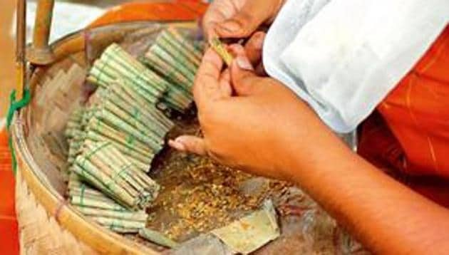 At least 72 million people over the age of 15 smoke bidis in India, accounting for 81% of the tobacco smoked, according to the Global Adult Tobacco Survey 2 (2016-2017) done by the Ministry of Health & Family Welfare and World Health Organisation.(File Photo)