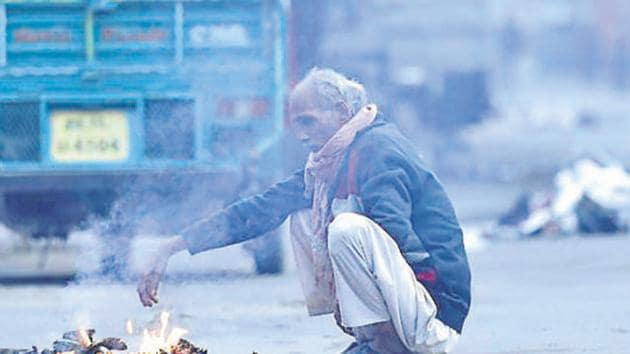 Delhiites woke up to a chilly morning Thursday as the mercury dropped to 4 degrees Celsius(HT File)