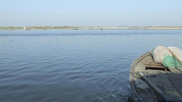 Apart from the dissolved oxygen level, the hydrogen (pH) level too has improved considerably in the Ganga in Kanpur(HT Photo)