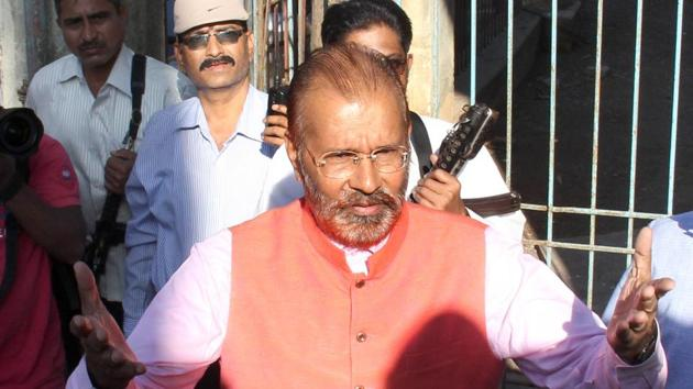 D G Vanzara is the main accused in Sohrabbudin Sheikh encounter case and retired Inspector General of Police.(HT Photo)