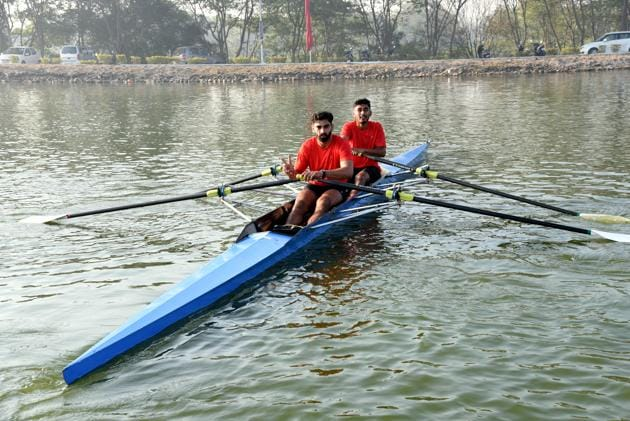 Haryana rowers Maheshwar Singh(front) and Harvinder Singh Cheema in action during the finals of men's doubles scull 2000 metre event in the 37th Senior National Rowing Championship at Army Rowing Node (ARN) in College of Military Engineering (CME) campus in Pune(HT PHOTO)
