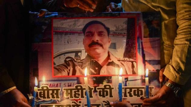 Samajwadi Party workers take part in a candle light march to pay tribute to police inspector Subodh Singh, who was killed in mob violence in Bulandshahr, in Allahabad.(PTI)