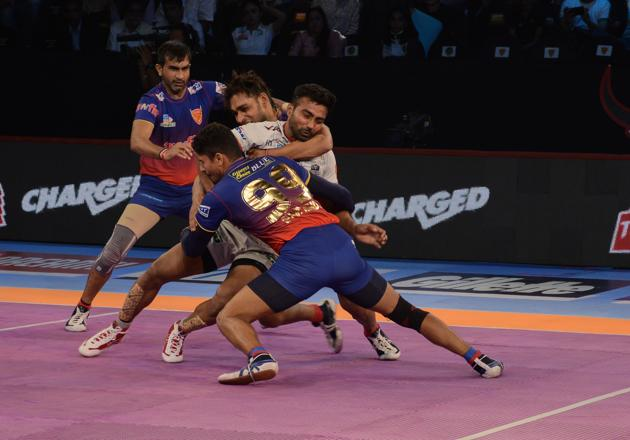 File image of players of Dabang Delhi in action in the PKL.(Milind Saurkar/HT Photo)