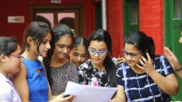 CBSE 10th, 12th exam 2019 date sheet : The Central Board of Secondary Education (CBSE) on Sunday released the date sheet of Class 10 and class 12 examination 2018.(HT file)