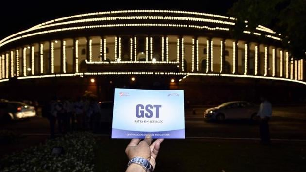 The Union government plans to offer cash incentives or discounts to consumers who seek bills for purchases of goods and services from dealers, as part of attempts to expand the Goods and Services Tax (GST) base and increase compliance, according to two officials familiar with the matter.(Arun Sharma/HT File PHOTO)