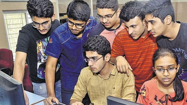 The Maharashtra Common Entrance Test (MHT-CET) for undergraduate engineering, pharmacy and agriculture courses is expected to be held between May 2 and 13(HT File)