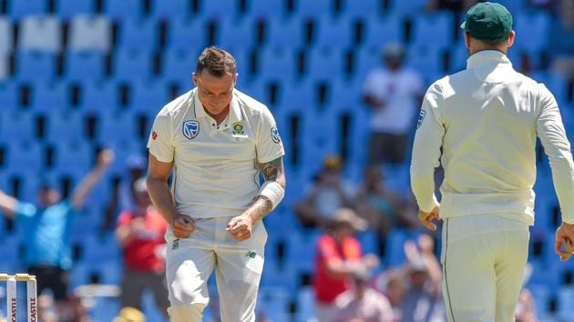 South Africa's Dale Steyn (L) celebrates after getting the wicket of Pakistan's Fakhar Zaman during day one of the 1st cricket test match between South Africa and Pakistan at SuperSport Park cricket stadium.(AFP)