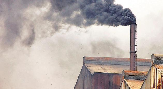Black soot coming out of a chimney of a factory in Sahibabad Site IV Industrial Area in Ghaziabad. The city is most polluted in Delhi and NCR.(HT Photo)