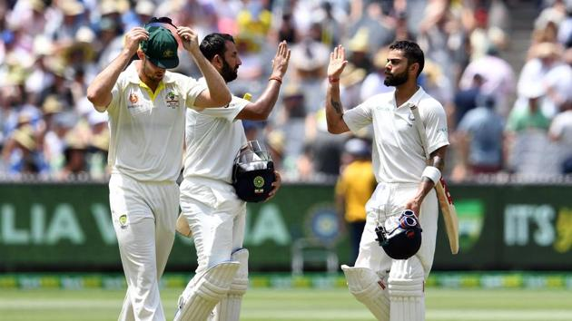 India's batsmen Cheteshwar Pujara (C) and Virat Kohli (R) walk back at lunch during day two of the third cricket Test match between Australia and India in Melbourne on December 27, 2018.(AFP)