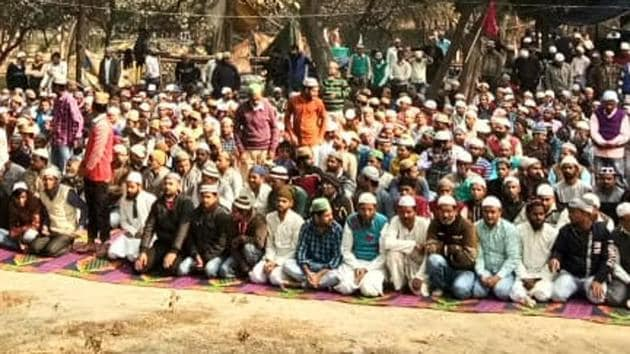 Hundreds of Muslim workers offered the Friday prayers at a saint's tomb near Sector 54.(HT Photo)