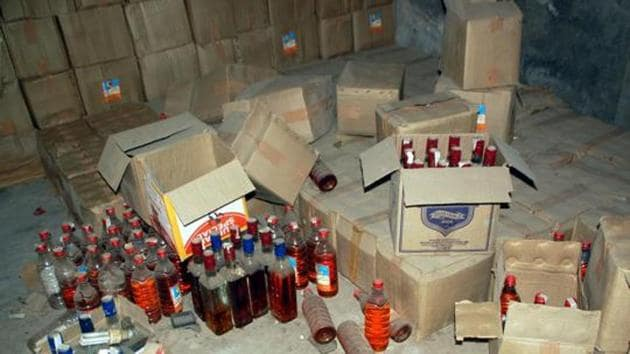 Over 1000 litres of seized liquor stored in a police station in Uttar Pradesh's Bareilly has gone missing and local policemen say rats drank it all (Representative Photo)(HT Photo)